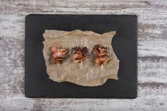 Κομμάτια του ψημένου κρέατος snack Κρέας στο γλυκό στοκ φωτογραφία με δικαίωμα ελεύθερης χρήσης