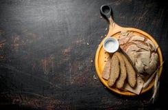 Κομμάτια του ψωμιού σίκαλης με το άλας στοκ φωτογραφία με δικαίωμα ελεύθερης χρήσης