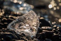 κομμάτι σπινθηρίσματος της κινηματογράφησης σε πρώτο πλάνο επιπλέοντος πάγου πάγου Στοκ Φωτογραφία