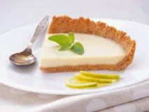 Κομμάτι της πίτας κρέμας με την άσπρη σοκολάτα και το βασικό ασβέστη στοκ φωτογραφίες με δικαίωμα ελεύθερης χρήσης
