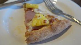 Κομμάτι της της Χαβάης πίτσας απόθεμα βίντεο