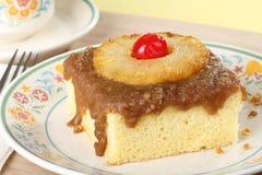 Κομμάτι του ανάποδου κέικ ανανά στοκ φωτογραφία με δικαίωμα ελεύθερης χρήσης