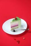 Κομμάτι του εορτασμού (Χριστούγεννα) κέικ Matcha και Mousse σταφίδων Στοκ εικόνα με δικαίωμα ελεύθερης χρήσης