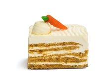 Κομμάτι του κέικ καρότων στο άσπρο υπόβαθρο στοκ εικόνες