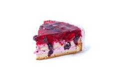 Κομμάτι του κέικ με τα μούρα που απομονώνεται Στοκ Εικόνα