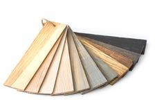 Κομμάτι του ξύλινου οδηγού χρώματος για το δείγμα που απομονώνεται στο άσπρο backgroun στοκ εικόνες