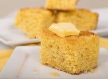 Κομμάτι του cornbread με το βούτυρο Στοκ Εικόνα