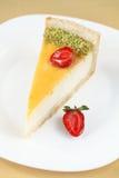 Κομμάτι Cheesecake βανίλιας με τις φράουλες στοκ φωτογραφίες με δικαίωμα ελεύθερης χρήσης