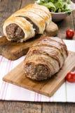 Κομματιασμένο meatloaf που τυλίγεται στο μπέϊκον στοκ φωτογραφία με δικαίωμα ελεύθερης χρήσης