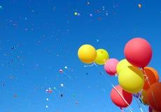 κομφετί μπαλονιών πολύχρω&m Στοκ Εικόνες