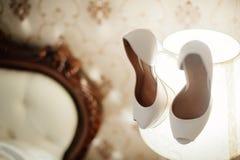 Κομψά και μοντέρνα νυφικά παπούτσια Στοκ εικόνες με δικαίωμα ελεύθερης χρήσης