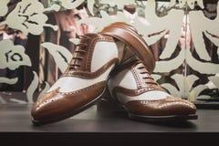 Κομψά παπούτσια ατόμων στην επίδειξη σε Si Sposaitalia στο Μιλάνο, Ιταλία Στοκ εικόνα με δικαίωμα ελεύθερης χρήσης