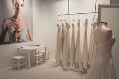 Κομψά φορέματα τελετής στην επίδειξη σε Si Sposaitalia στο Μιλάνο, Ιταλία Στοκ φωτογραφία με δικαίωμα ελεύθερης χρήσης