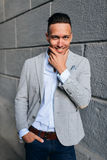 κομψές όμορφες νεολαίε&sigma Στοκ φωτογραφία με δικαίωμα ελεύθερης χρήσης
