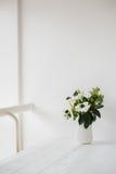 Κομψή ανθοδέσμη των anemones Στοκ φωτογραφία με δικαίωμα ελεύθερης χρήσης