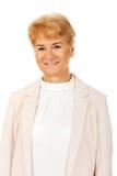 Κομψή ανώτερη ξανθή γυναίκα χαμόγελου Στοκ Φωτογραφία