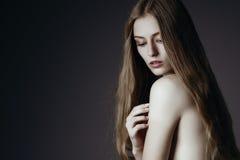κομψή γυναίκα πορτρέτου μό&d στοκ εικόνα