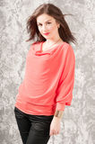 Κομψή γυναίκα brunette Στοκ εικόνα με δικαίωμα ελεύθερης χρήσης