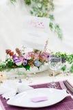Κομψή και ρομαντική επιτραπέζια καθορισμένη διακόσμηση για το γάμο ή το γεγονός π Στοκ εικόνα με δικαίωμα ελεύθερης χρήσης