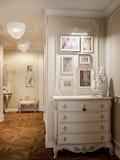 Κομψή κλασική και πολυτελής αίθουσα στοκ εικόνα με δικαίωμα ελεύθερης χρήσης