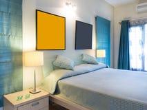 Κομψή σύγχρονη κρεβατοκάμαρα Στοκ φωτογραφίες με δικαίωμα ελεύθερης χρήσης