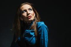 κομψή τοποθέτηση κοριτσι Στοκ εικόνα με δικαίωμα ελεύθερης χρήσης
