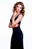 Κομψή όμορφη γυναίκα στο μαύρο φόρεμα Στοκ εικόνες με δικαίωμα ελεύθερης χρήσης