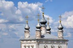 Κομψοί ασημένιοι θόλοι όλης της εκκλησίας Αγίων σε pereslavl-Zalessky στοκ εικόνες