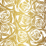 Κομψός άσπρος αυξήθηκε σχέδιο στο χρυσό υπόβαθρο Στοκ Φωτογραφίες