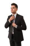 Κομψός επιχειρηματίας που προετοιμάζεται για τη συνεδρίαση Στοκ Εικόνα