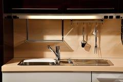Κομψός νεροχύτης κουζινών Στοκ φωτογραφία με δικαίωμα ελεύθερης χρήσης