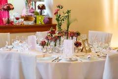 Κομψός πίνακας που τίθεται στο μαλακό ροζ για το γάμο Στοκ Φωτογραφία