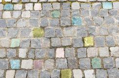 Κομψός χρωματισμένος τοίχος πετρών Στοκ φωτογραφίες με δικαίωμα ελεύθερης χρήσης