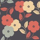 Κομψό άνευ ραφής σχέδιο με τα ζωηρόχρωμα λουλούδια και τα φύλλα Στοκ εικόνες με δικαίωμα ελεύθερης χρήσης