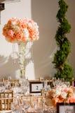 Κομψό γαμήλιο κεντρικό τεμάχιο στοκ φωτογραφία
