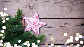 Κομψό και διακοσμητικό αστέρι στο ξύλινο υπόβαθρο Στοκ εικόνα με δικαίωμα ελεύθερης χρήσης
