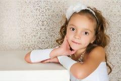 κομψό κορίτσι Στοκ φωτογραφία με δικαίωμα ελεύθερης χρήσης