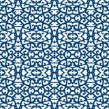 Κομψό σχέδιο δαντελλών με τις μπλε γραμμές στο λευκό Στοκ Φωτογραφία