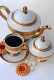 κομψό τσάι υπηρεσιών μπισκό&ta Στοκ φωτογραφία με δικαίωμα ελεύθερης χρήσης