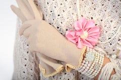 Κομψό χέρι γυναικών με τα γάντια Στοκ φωτογραφίες με δικαίωμα ελεύθερης χρήσης