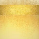 Κομψό χρυσό υπόβαθρο πολυτέλειας με το λωρίδα κορδελλών στα τοπ σύνορα και την εκλεκτής ποιότητας σύσταση στοκ εικόνες