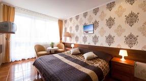 Κομψό δωμάτιο ξενοδοχείου Στοκ Εικόνες