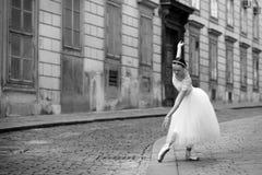 Κομψό ballerina στην οδό Στοκ φωτογραφία με δικαίωμα ελεύθερης χρήσης
