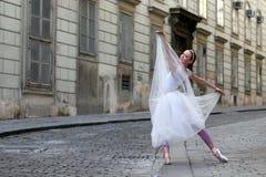 Κομψό ballerina στην οδό Στοκ φωτογραφίες με δικαίωμα ελεύθερης χρήσης
