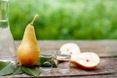 Κονιάκ φρούτων με το αχλάδι στοκ φωτογραφίες με δικαίωμα ελεύθερης χρήσης