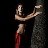 κοντά στη γυναίκα palmtree στοκ εικόνες με δικαίωμα ελεύθερης χρήσης