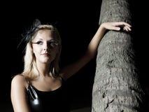 κοντά στη γυναίκα palmtree στοκ φωτογραφία