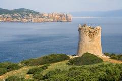 κοντά στον πύργο θάλασσας Capo Caccia aragonese μεσαιωνικός Σαρδηνία νησιών πύργος της Ιταλίας Στοκ εικόνες με δικαίωμα ελεύθερης χρήσης