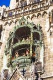 Κοντά στους μεγάλους παλαιούς κτύπους του Δημαρχείου στο Μόναχο στοκ εικόνα με δικαίωμα ελεύθερης χρήσης