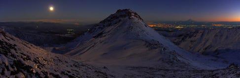Κοντά στο βουνό Aragats Αρμενία Φθινόπωρο στην Αρμενία Η νύχτα Στοκ εικόνα με δικαίωμα ελεύθερης χρήσης